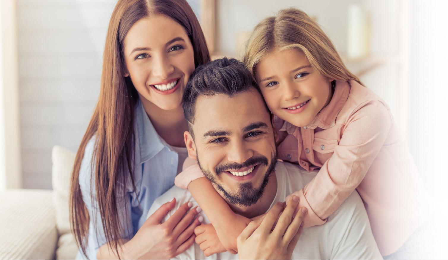 oral pass familia con dientes bonitos dentista